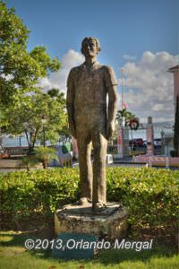 """Al Imigrante"" Statue. Click on the image to see it larger."