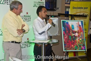 Abdiel A. Arenas Alicea presents the winning poster.